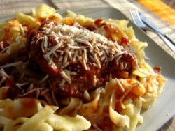 Free-range rooster in spicy tomato sauce with mafaldine pasta – Cooking In Plain Greek